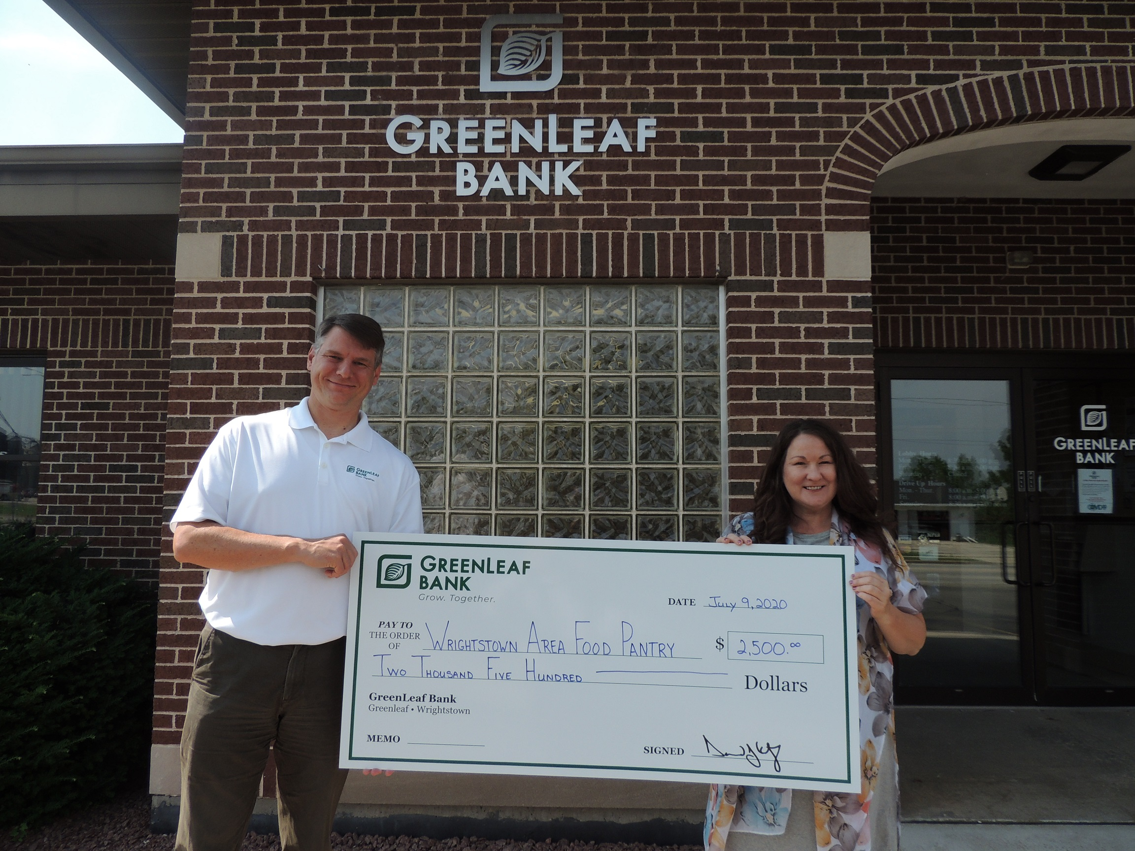 GreenLeaf Bank presents check to the Wrightstown Area Food Pantry