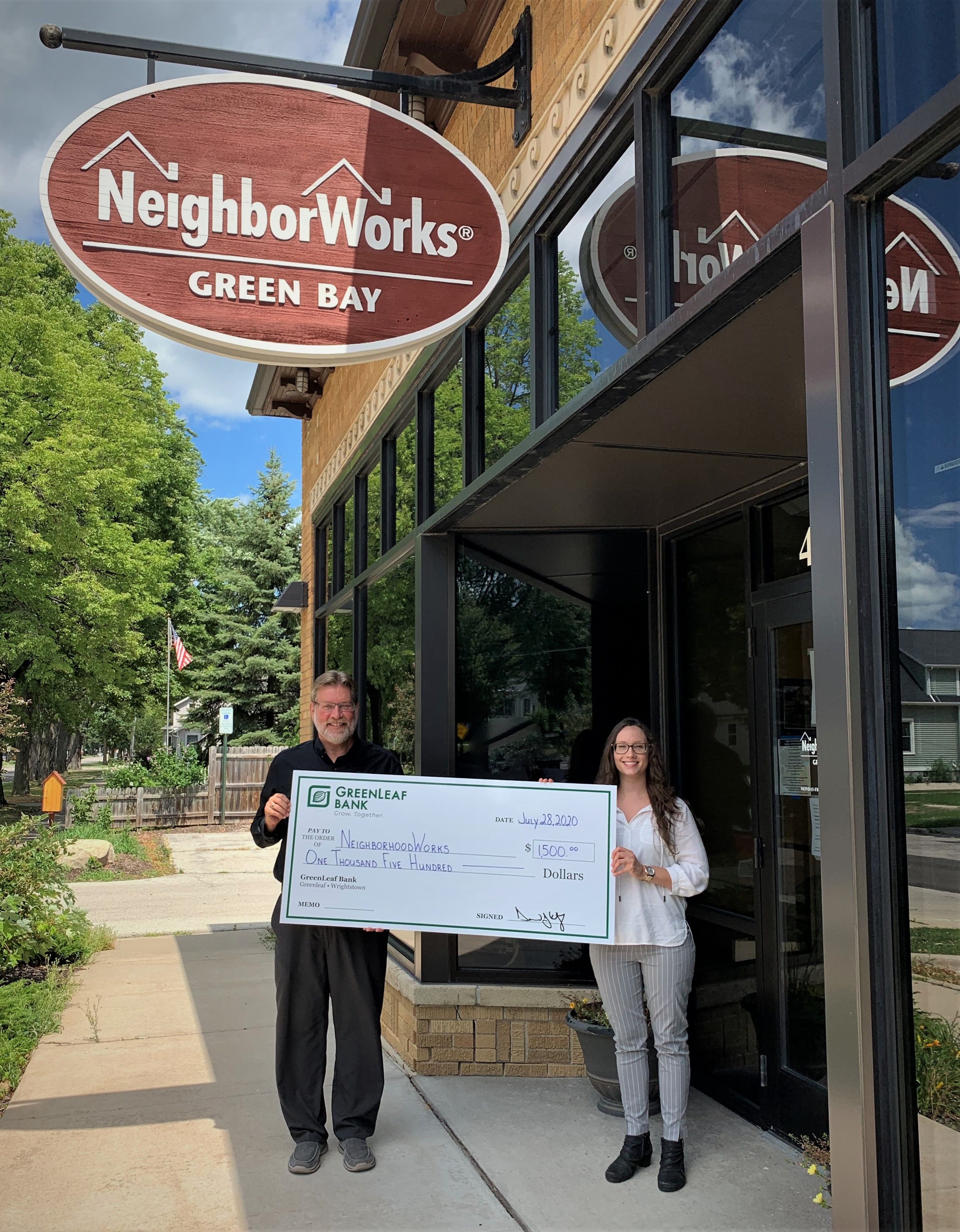 GreenLeaf Bank makes donation to assist homebuyers.